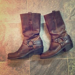 Everyone's fave classic Frye Harness 12R